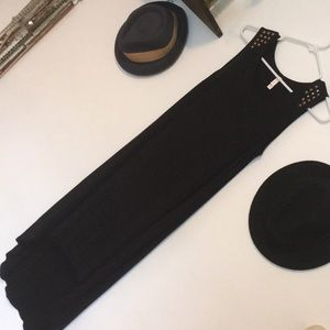 🦚 Black dress